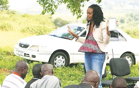 Tiến sĩ Nakalembe thông tin về canh tác với nông dân