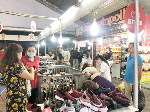 Hội chợ hàng Việt tại TPHCM thu hút người tiêu dùng