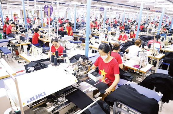 Dù chịu tác động nặng nề của dịch Covid-19, kinh tế Việt Nam đã thể hiện được khả năng phục hồi đáng nể. Ảnh: QUANG PHÚC