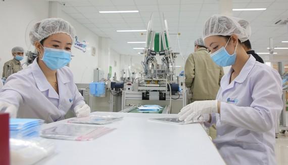 Doanh nghiệp trong nước sản xuất khẩu trang y tế xuất khẩu sang Mỹ