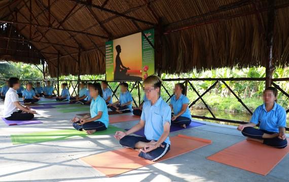 Cai nghiện bằng thiền, yoga