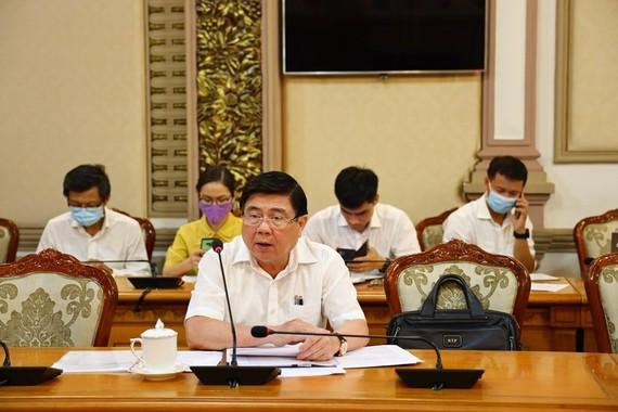 Chủ tịch UBND TPHCM Nguyễn Thành Phong chỉ đạo tại cuộc họp. Ảnh: KHANG MINH - TT Báo chí TPHCM