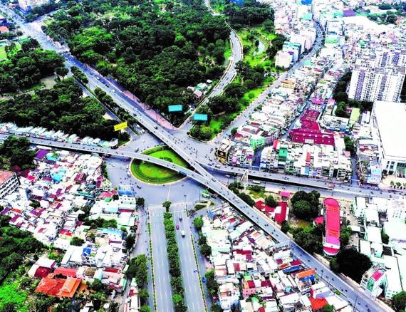 Cầu vượt nút giao Nguyễn Thái Sơn - Hoàng Minh Giám - Nguyễn Kiệm. Ảnh: HOÀNG HÙNG
