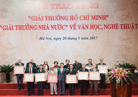 Lễ trao tặng Giải thưởng Hồ Chí Minh, Giải thưởng Nhà nước về văn học, nghệ thuật. Ảnh: Kinhtedothi.vn