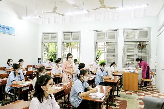 Thí sinh tham gia đợt 1 kỳ thi tốt nghiệp THPT tại điểm thi Trường THPT chuyên Lê Hồng Phong (quận 5, TPHCM)