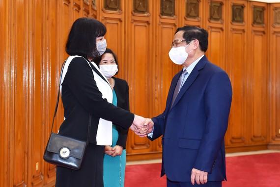 Thủ tướng Chính phủ Phạm Minh Chính và Đại sứ Romania Cristina Romila. Ảnh: VGP