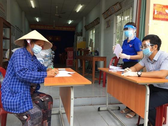 Huyện Nhà Bè (TPHCM) tổ chức chi trả hỗ trợ lao động tự do trên địa bàn