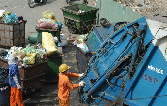 HCM City sanitation workers load waste onto trucks that will carry it to landfills. Three closed landfill sites are planned to become golf courses, parks, and trade centres. — VNA/VNS