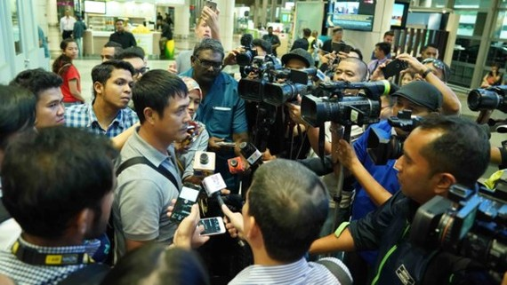 Malaysia journalists interview head coach of Vietnam U22 tream