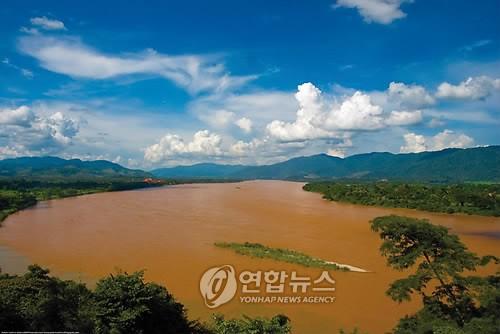 2 N. Korean defectors die in boat sinking: activist