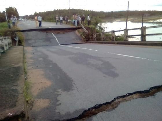 Bridge collapses, disrupts Binh Thuan-Dong Nai traffic