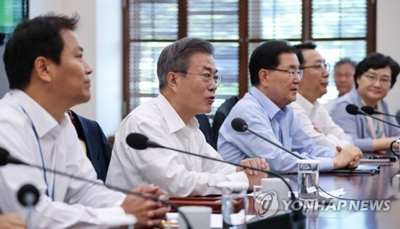 President Moon Jae-in (second from L) speaks in a weekly meeting with his top presidential aides held at his office Cheong Wa Dae in Seoul on Sept. 17, 2018, one day before he was set to embark on a three-day trip to Pyongyang for his third bilateral summ