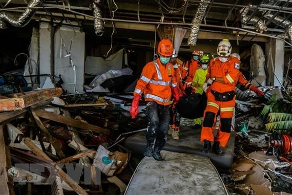 Rescuers search for missing victims (Source: VNA)