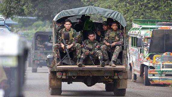 Binh sĩ Philippines trên đường phố ở Marawi