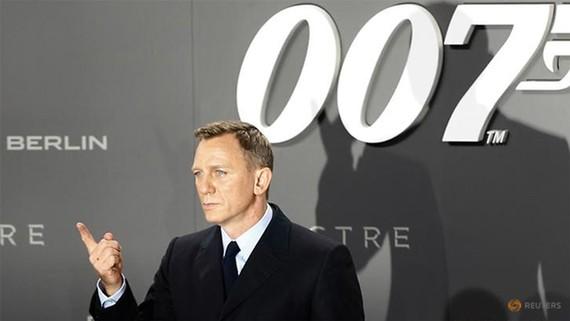 Daniel Craig trở lại vai James Bond