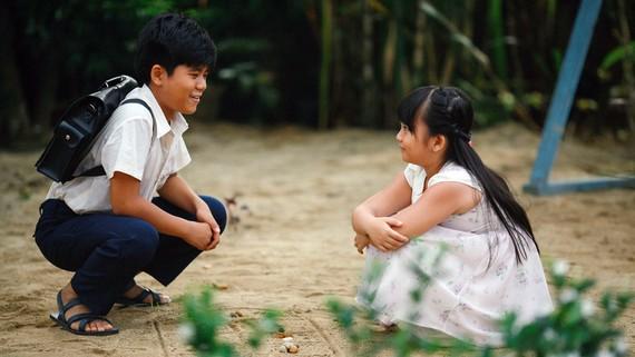 Hai diễn viên nhí Minh Khang và Hà Mi trong Cô gái đến từ hôm qua
