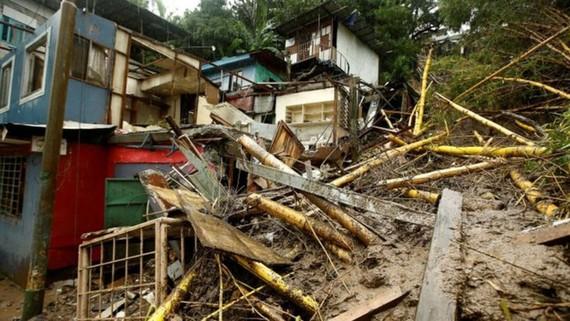 Bão Nate đổ bộ Trung Mỹ khiến nhiều nhà cửa bị hư hỏng. Ảnh: Reuters