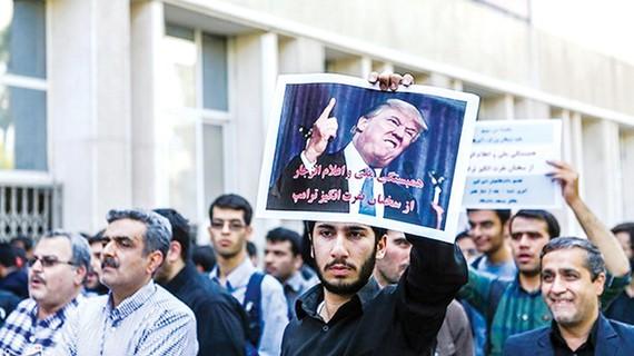 Một cuộc biểu tình phản đối Tổng thống Mỹ tại thủ đô Tehran của Iran (Ảnh: Reuters)