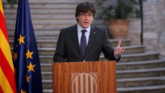 Chính phủ Tây Ban Nha ngày 28-10 nói rằng họ hoan nghênh thủ hiến bị sa thải Catalonia Carles Puigdemont trong cuộc bầu cử mới dự kiến được tổ chức vào tháng 12 tới. Ảnh: REUTERS