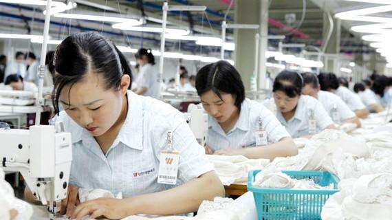 Theo nghị quyết trừng phạt của LHQ, Trung Quốc sẽ ban hành lệnh cấm nhập khẩu hàng dệt may từ Triều Tiên