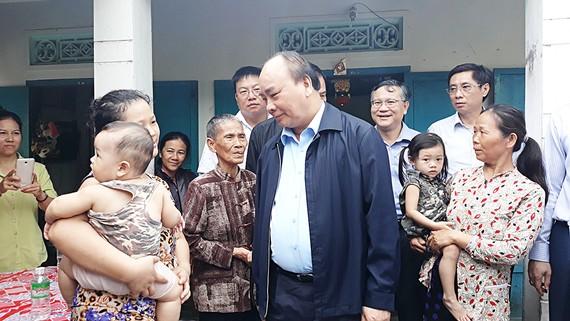 Thủ tướng Nguyễn Xuân Phúc thăm nhân dân vùng tâm bão Khánh Hòa