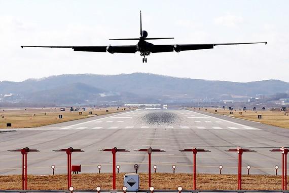 Máy bay do thám U-2 tại căn cứ không quân Osan ở Pyeongtaek tham gia tập trận ngày 4-12. Ảnh: REUTERS