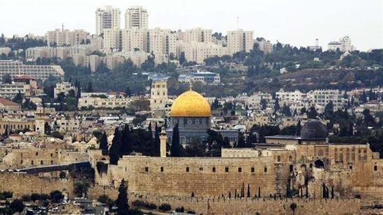 Nhà thờ Al Haram với hình ảnh mái vòm màu vàng rực là biểu tượng của Jerusalem. Ảnh: REUTERS