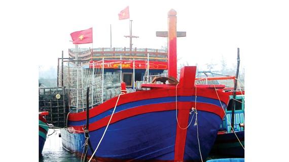 Tàu đánh cá vỏ gỗ công suất 1.090CV