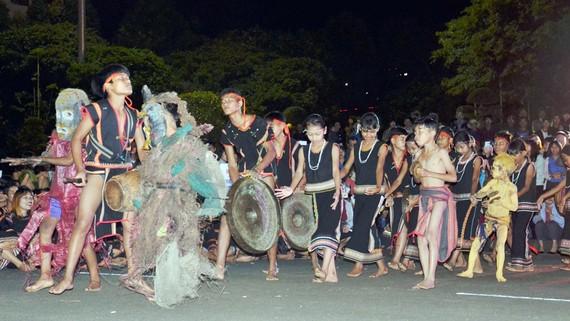 Đội chiêng của làng Kon Măh tham gia Liên hoan Cồng chiêng, hát dân ca tỉnh Gia Lai