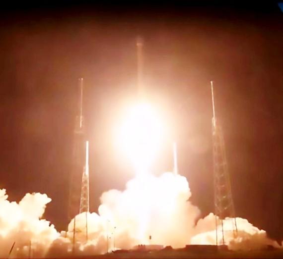 SpaceX phóng vệ tinh tối mật