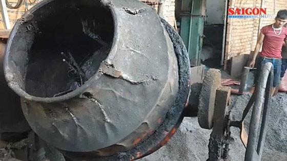 Cơ sở kinh doanh nông sản của bà Nguyễn Thị Thanh Loan bị bắt quả tang hành vi dùng dung dịch nước và pin để ngâm, tẩm, nhuộm đen phế phẩm cà phê