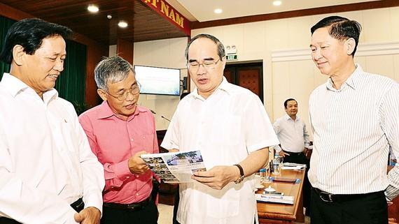 Bí thư Thành ủy TPHCM Nguyễn Thiện Nhân gặp gỡ cộng đồng công nghệ thông tin - viễn thông. Ảnh: VIỆT DŨNG
