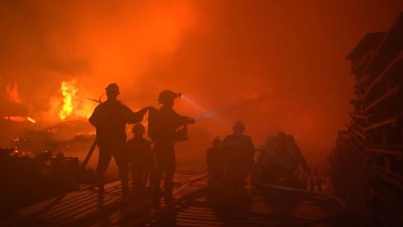 Vụ cháy 3.000m² kho chứa pallet gỗ tại quận 8