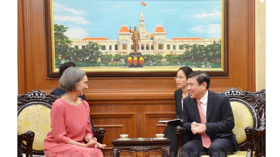 Chủ tịch UBND TPHCM Nguyễn Thành Phong tiếp Đại sứ Mexico