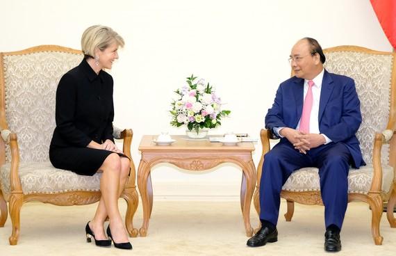 Thủ tướng Nguyễn Xuân Phúc và Bộ trưởng Bộ Ngoại giao Australia Julie Bishop. Ảnh: VGP
