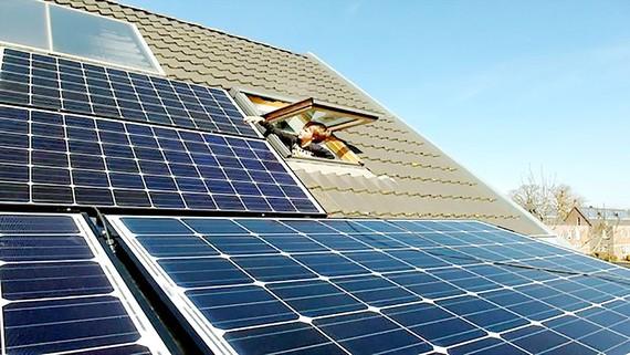 Khởi động Dự án Mái nhà Mặt trời tại Anh