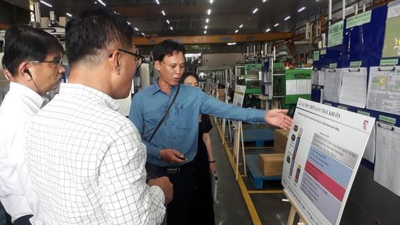 Các chuyên gia Samsung tham gia khảo sát, đánh giá kết quả thực hiện sau 3 tháng cải tiến tại DN