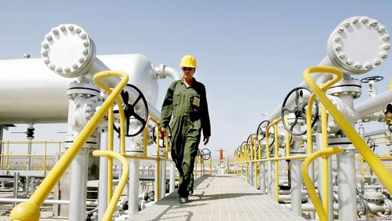 Mỏ dầu Azadegan ở phía Tây Nam Tehran, Iran
