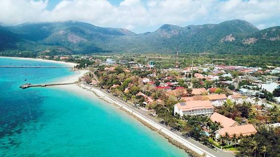 Một góc trung tâm thị trấn Côn Đảo nhìn từ trên cao