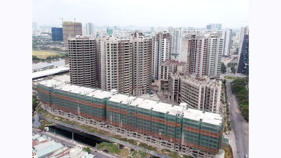 Một dự án bất động sản tại huyện Nhà  Bè triển khai nhiều năm đến giờ vẫn chưa xong. Ảnh: THÀNH TRÍ