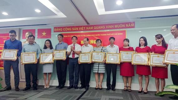Khen thưởng 99 tập thể, cá nhân điển hình trong học và làm theo Bác