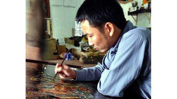 Nghệ nhân làng nghề sơn mài Hạ Thái (huyện Thường Tín, Hà Nội)