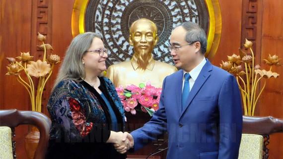 Bí thư Thành ủy TP Nguyễn Thiện Nhân tiếp bà Marie C.Damour, tân Tổng Lãnh sự Hoa Kỳ tại TPHCM. Nguồn: Thanhuytphcm