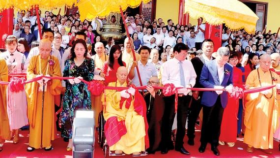 Đông đảo chư tăng, Phật tử tham dự khánh thành Thảo Đường Thiền Tự