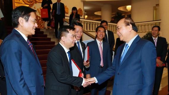 Thủ tướng Nguyễn Xuân Phúc với các Đại sứ, Trưởng cơ quan đại diện Việt Nam ở nước ngoài. Ảnh: TTXVN