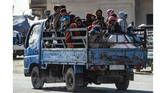 Người dân Syria sơ tán tránh chiến sự tại thị trấn Ras al-Ain. Ảnh: TTXVN