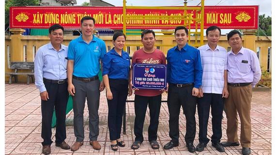 Tỉnh đoàn Hà Tĩnh trao tặng khu vui chơi thiếu nhi tại xã Thạch Hạ
