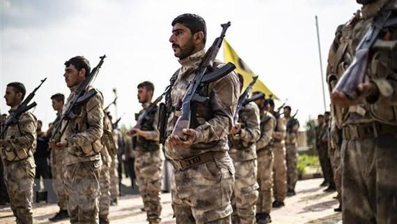 Thành viên của Các lực lượng Dân chủ Syria (SDF) tại Deir Ezzor, Syria. Ảnh: TTXVN