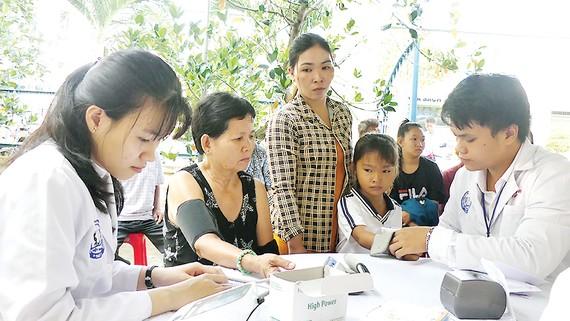 Hơn 700 người nghèo tại Đồng Tháp được khám bệnh từ thiện