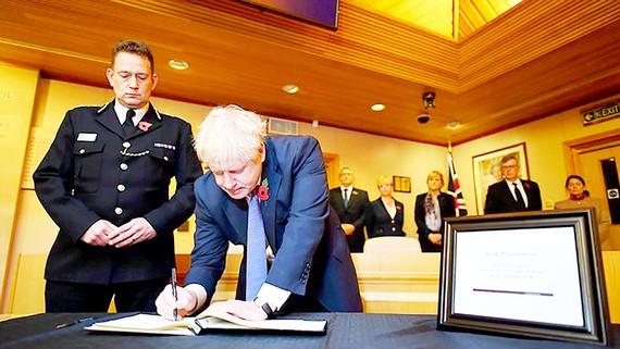 Thủ tướng Anh Boris Johnson viết lời chia buồn các nạn nhân